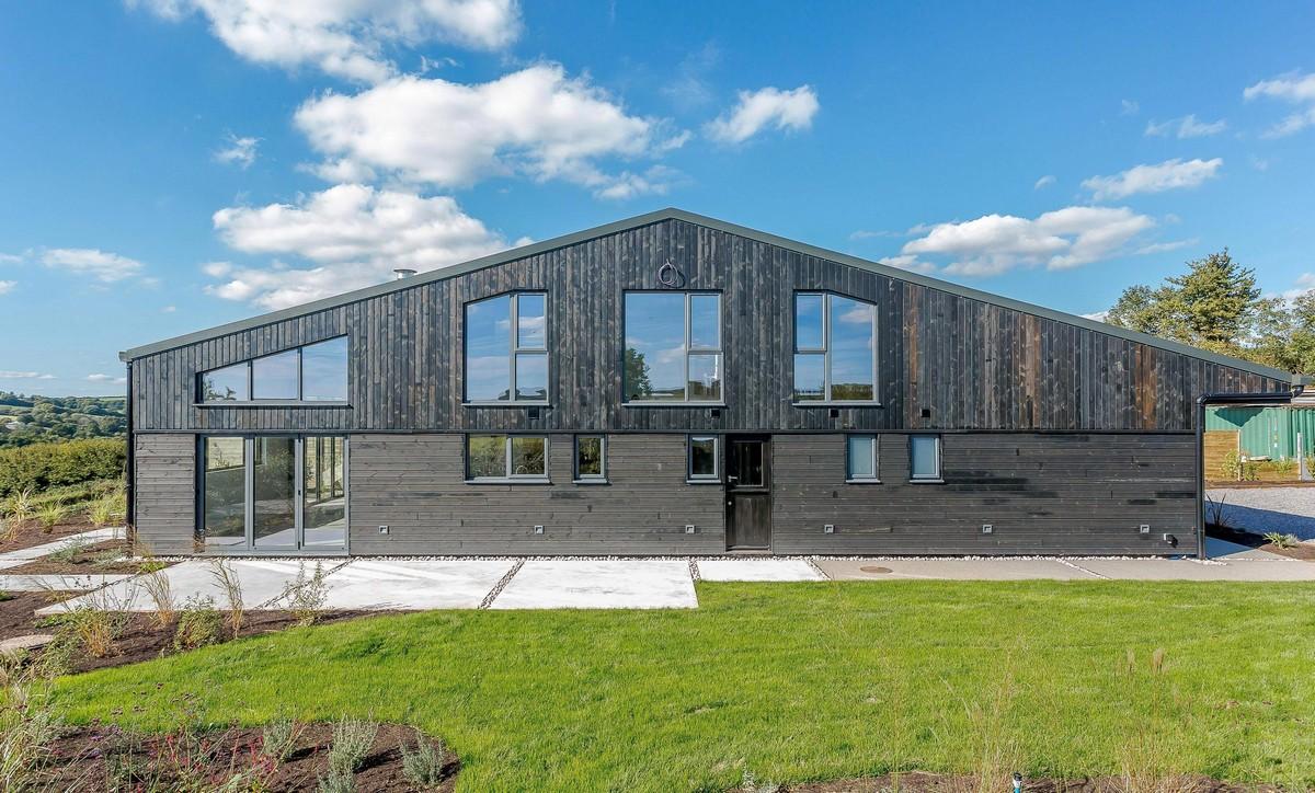 Архитекторы превратили заброшенный сарай в роскошный экодом
