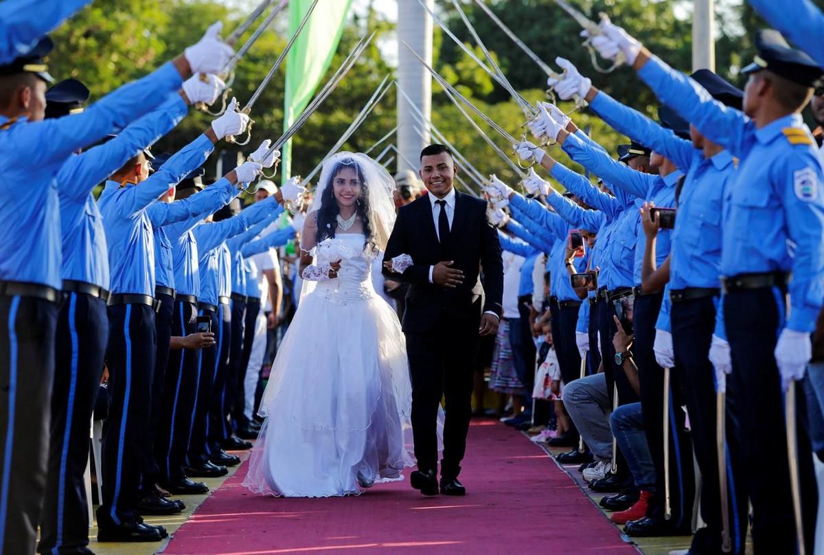 Церемония массового бракосочетания в день Святого Валентина в Никарагуа