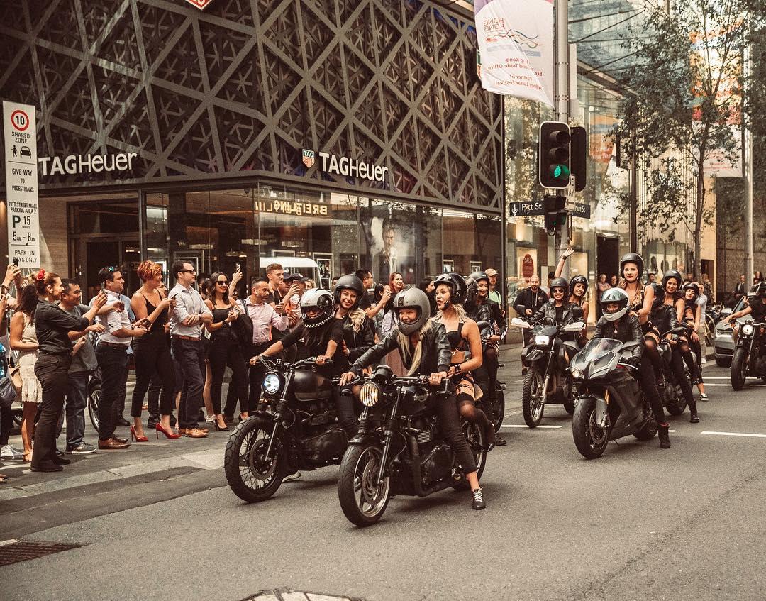 Девушки в нижнем белье проехали на мотоциклах по Сиднею
