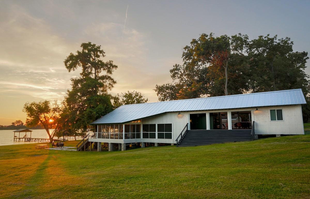 Дом для отдыха на озере в США