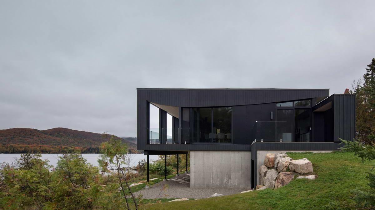 Дом на берегу озера в Канаде