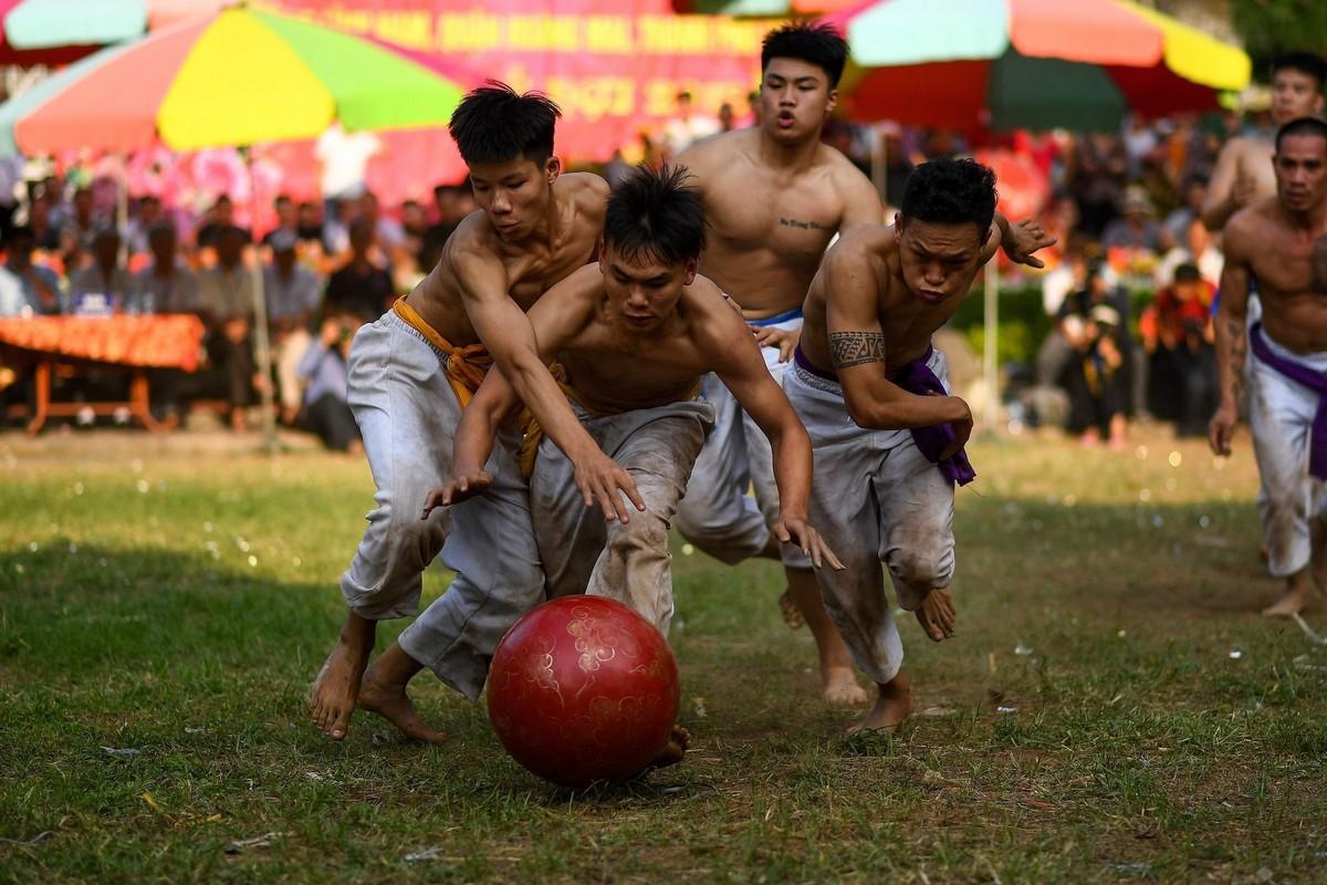 Фестиваль и соревнования с деревянным мячом во Вьетнаме