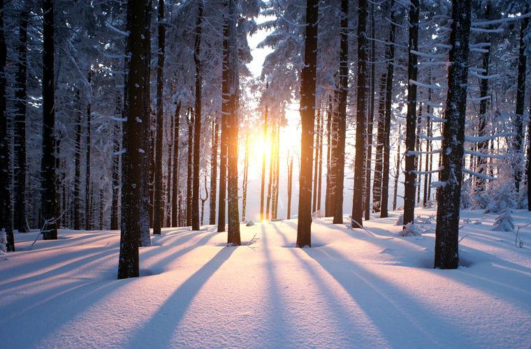 Почему солнце зимой светит, но не греет?