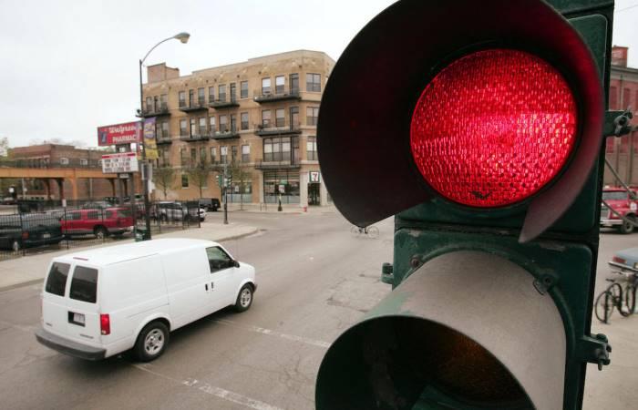 В каких случаях возможно движение на красный свет
