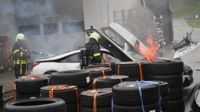 Как тушат воспламенившиеся электромобили в Нидерландах