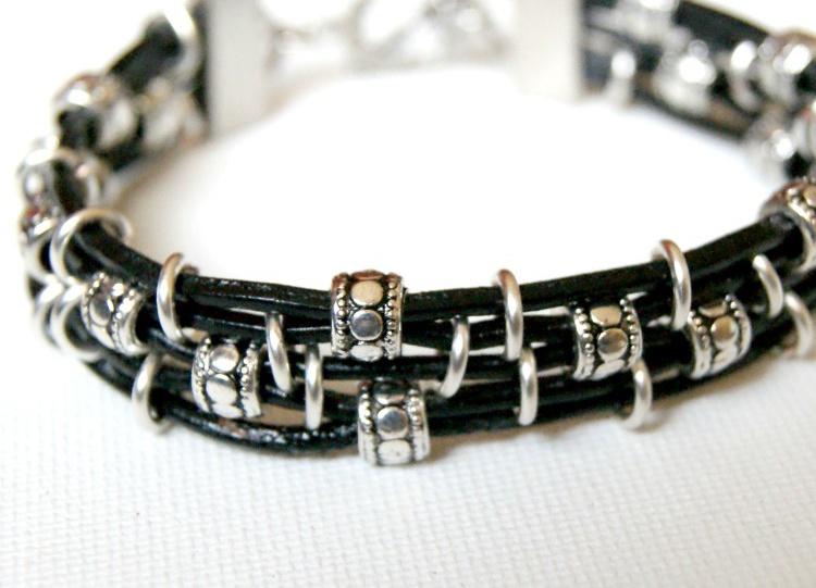 Делаем симпатичный браслет из кожаного шнура