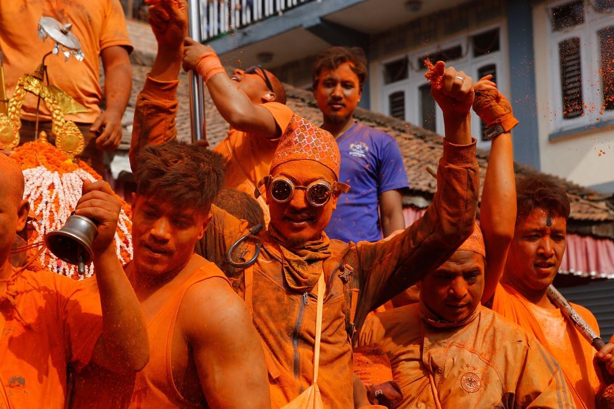 Ежегодный фестиваль «Синдур Джатра» в Непале