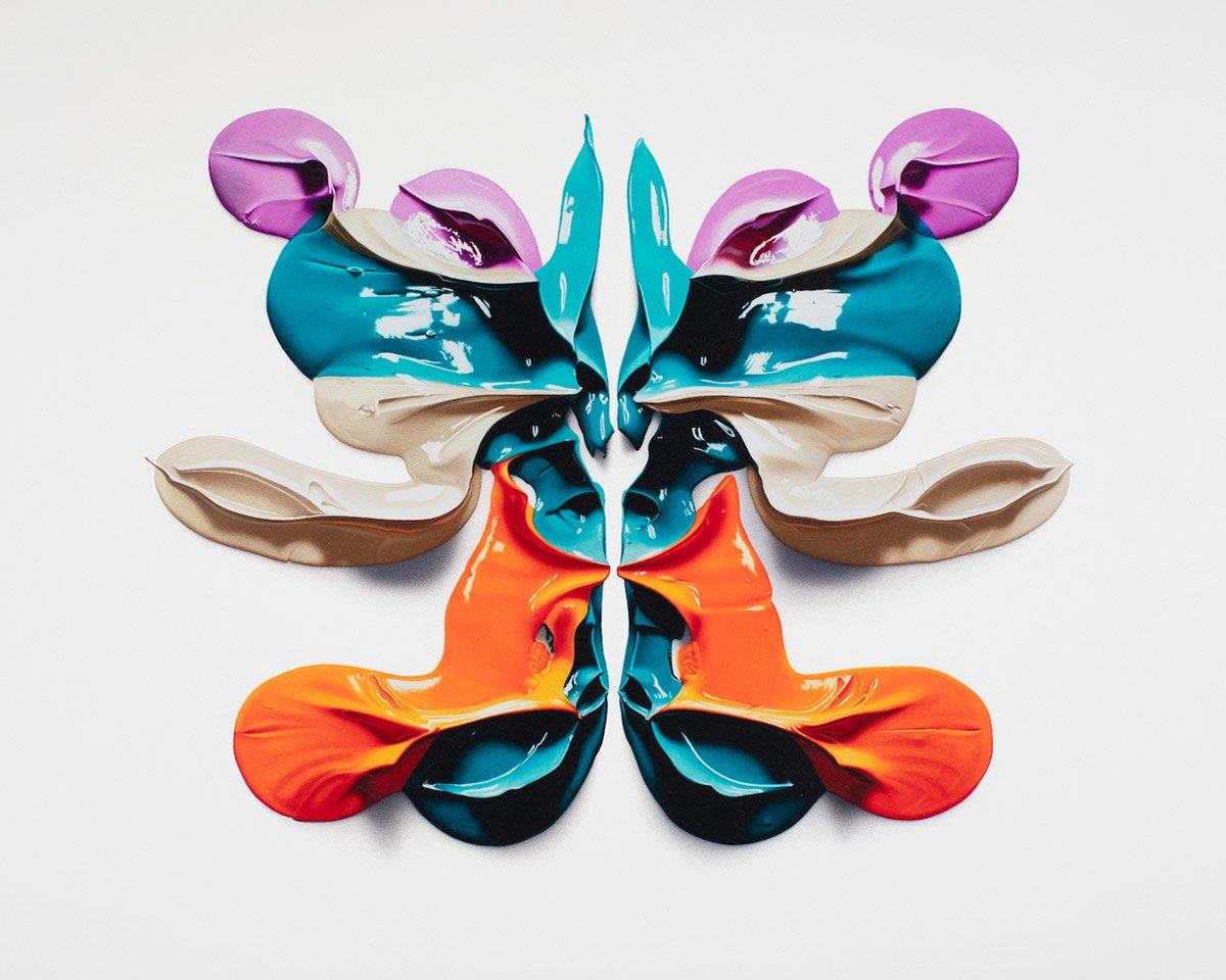 Гиперреалистичные пятна Роршаха, нарисованные цветными карандашами