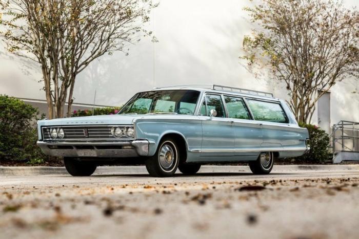 Классический универсал Chrysler Town & Country 1966