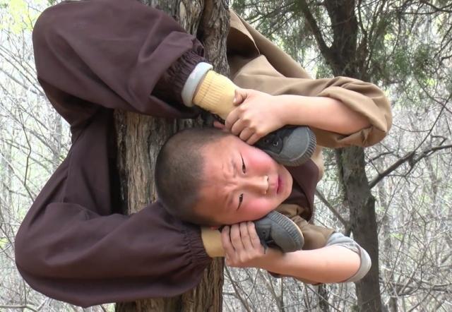 Суровые тренировки подрастающих монахов Шаолиня