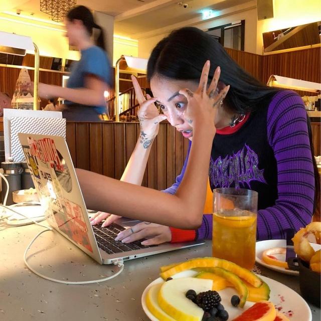 Художница MLMA из Сеула публикует сюрреалистичные снимки