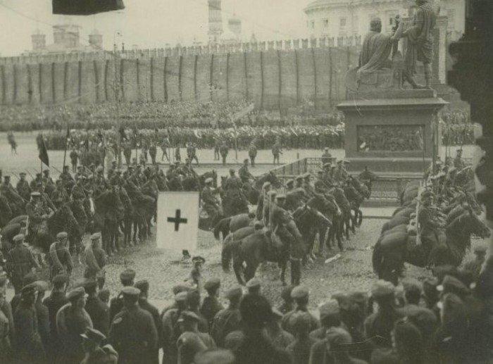 Кадры с первомайских демонстраций в СССР