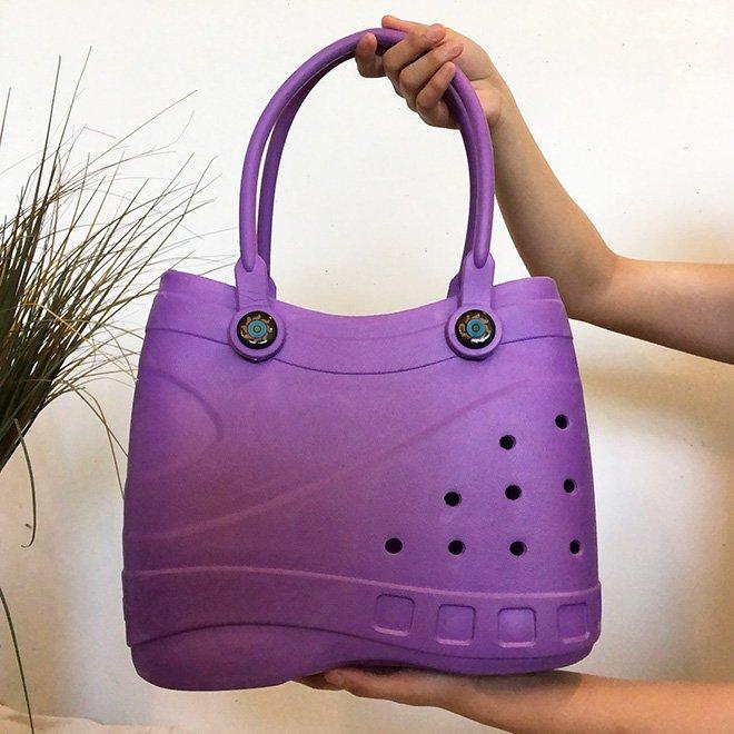 Новый модный аксессуар — сумки-кроксы