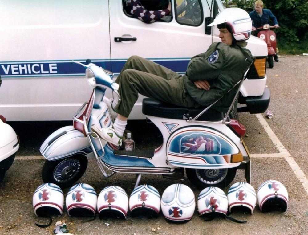 Снимки молодежного движения Scooterboys — поклонников скутеров 80-х и 90-х годов