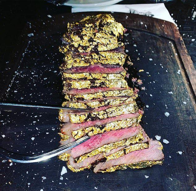 В ресторане известного повара подают позолоченный стейк
