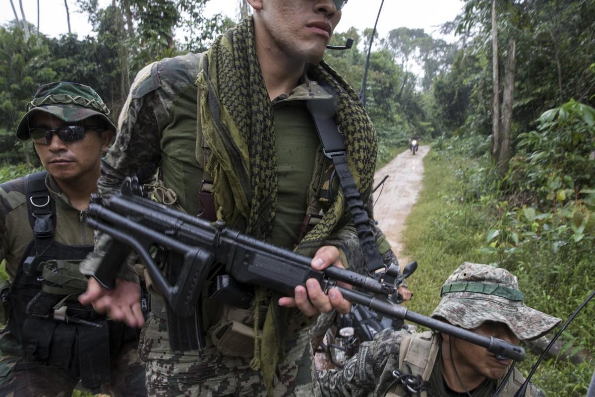 Военные Перу препятствуют незаконной добыче золота на Амазонке