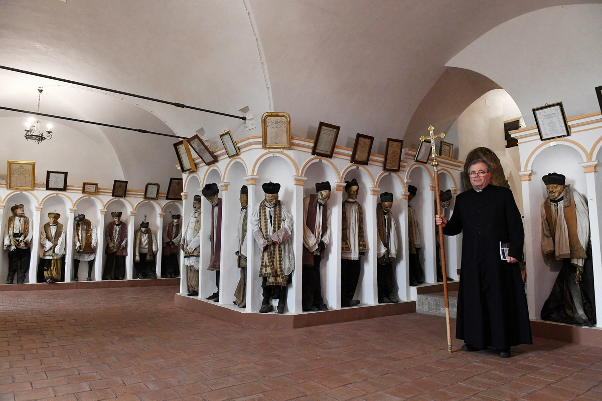 Жуткий музей — катакомбы с мертвыми в Палермо