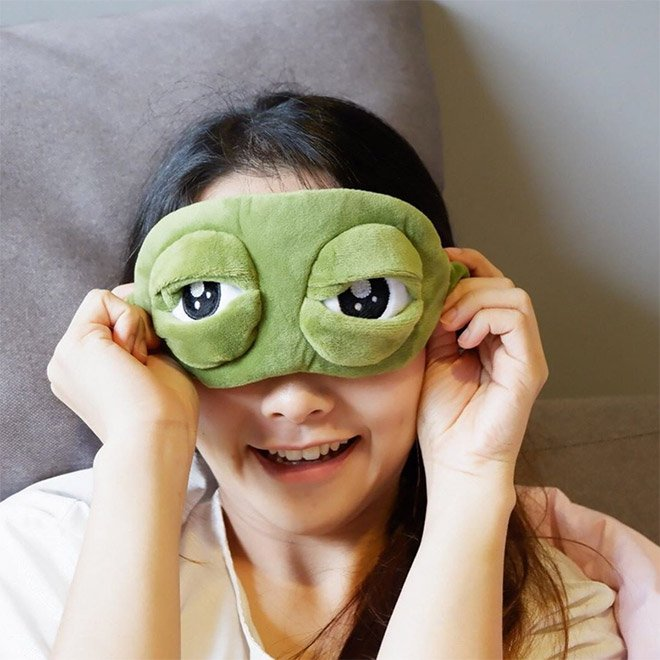 Маска для сна с гигантскими лягушачьими глазами