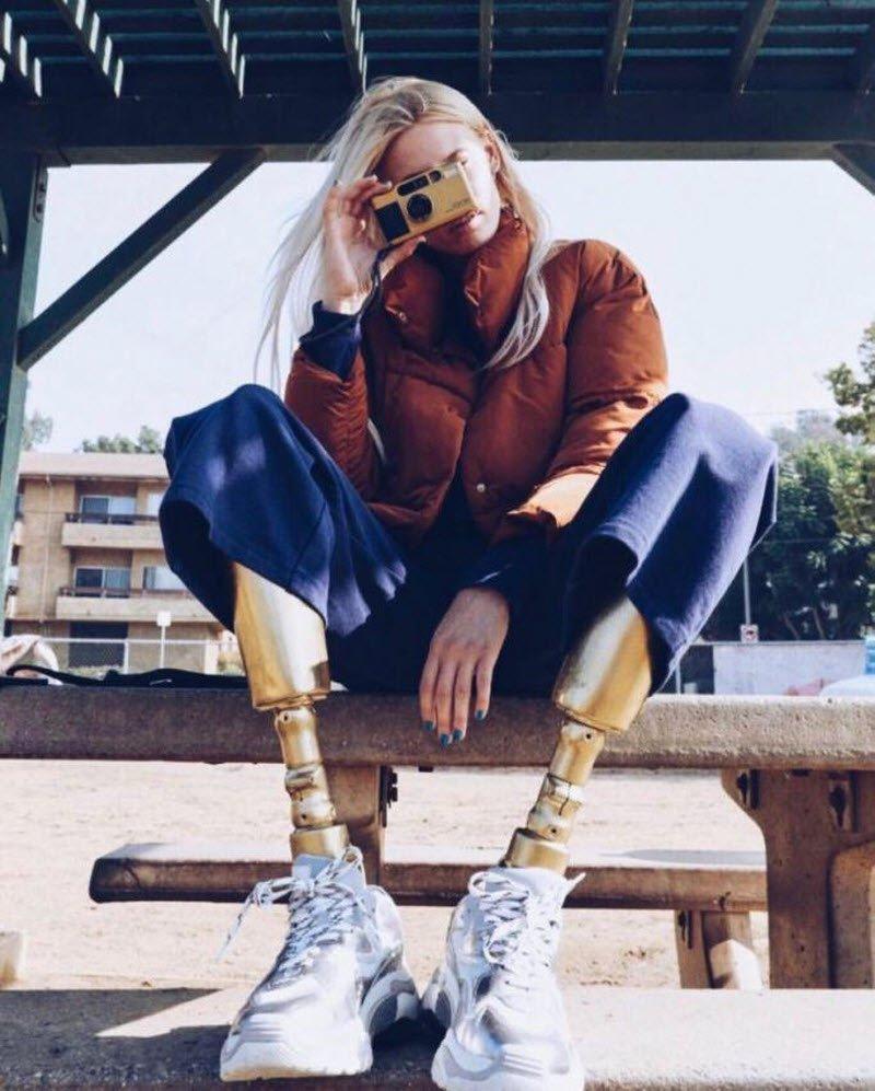 Модель Лорен Вассер и ее необычные ноги