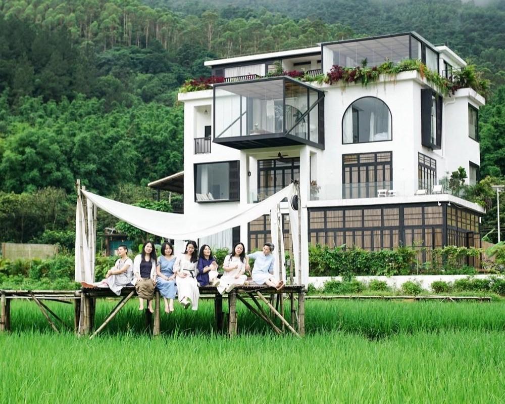 7 подруг купили трехэтажный особняк, чтобы вместе провести старость