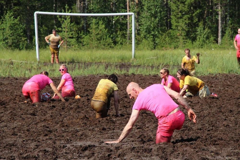 Чемпионат Мира по футболу на болоте в Финляндии
