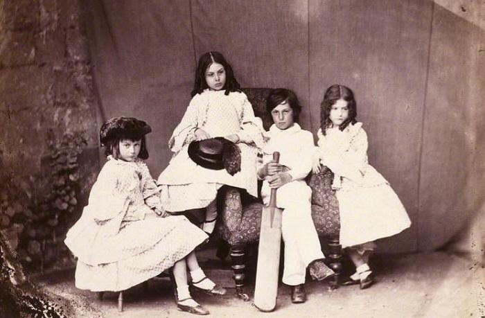 Каким было реальное детство знаменитой Алисы из Зазеркалья