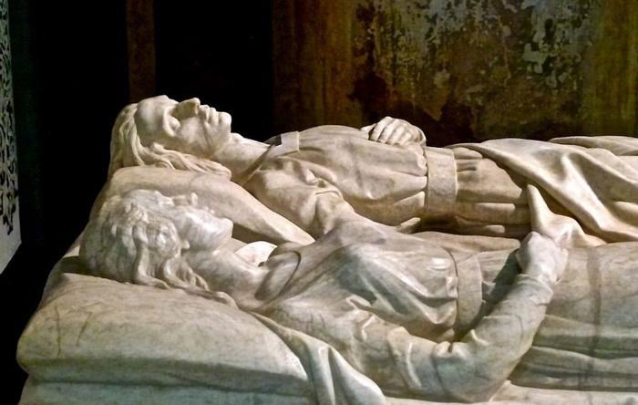 Любящие пары, которые умерли в один день