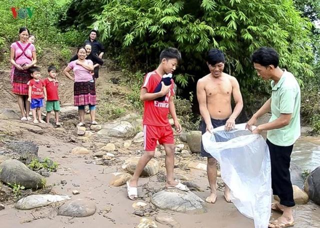 Необычная дорога в школу ребенка из Вьетнама