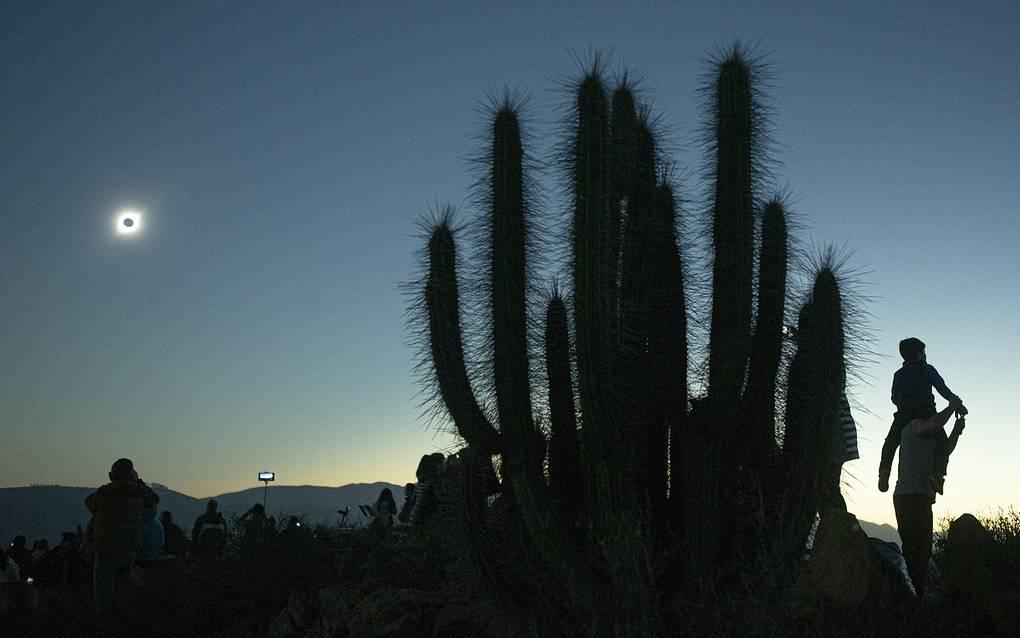 Полное солнечное затмение прошло в Южной Америке