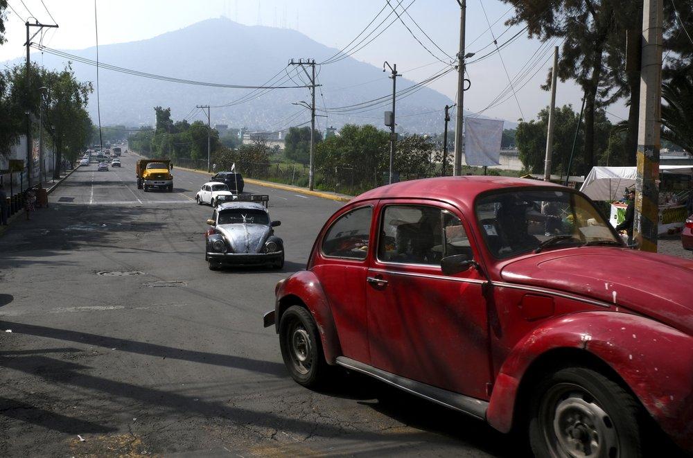 Жители одного района в Мехико пользуются оригинальными VW Beetle