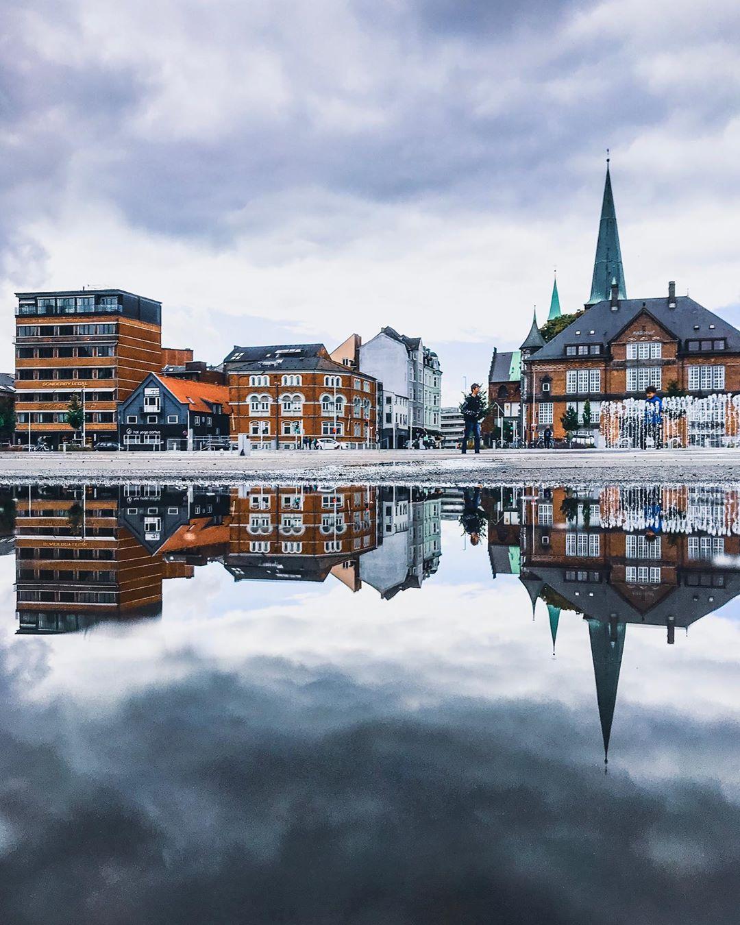 Архитектура и улицы Дании на снимках Адама Бросбеля