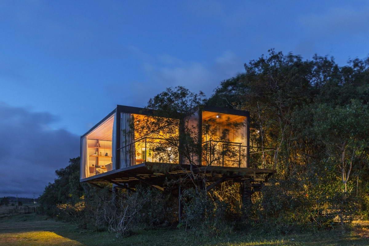 Небольшой дом из контейнера в Бразилии