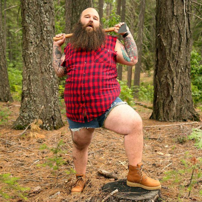 Бородатый мужик троллит любительниц чувственных фотосессий