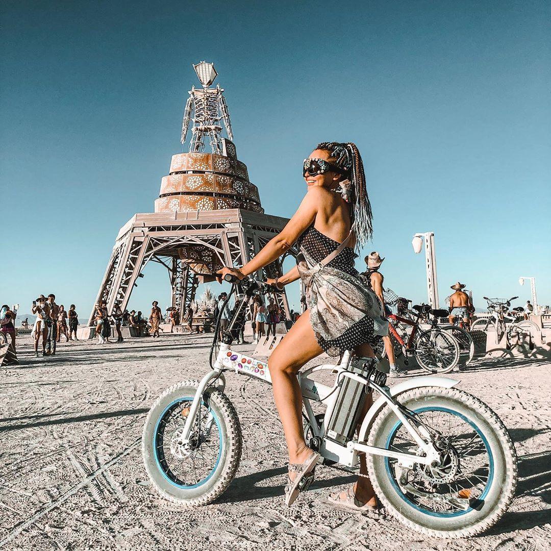 Экстравагантные наряды посетителей фестиваля «Burning Man 2019»