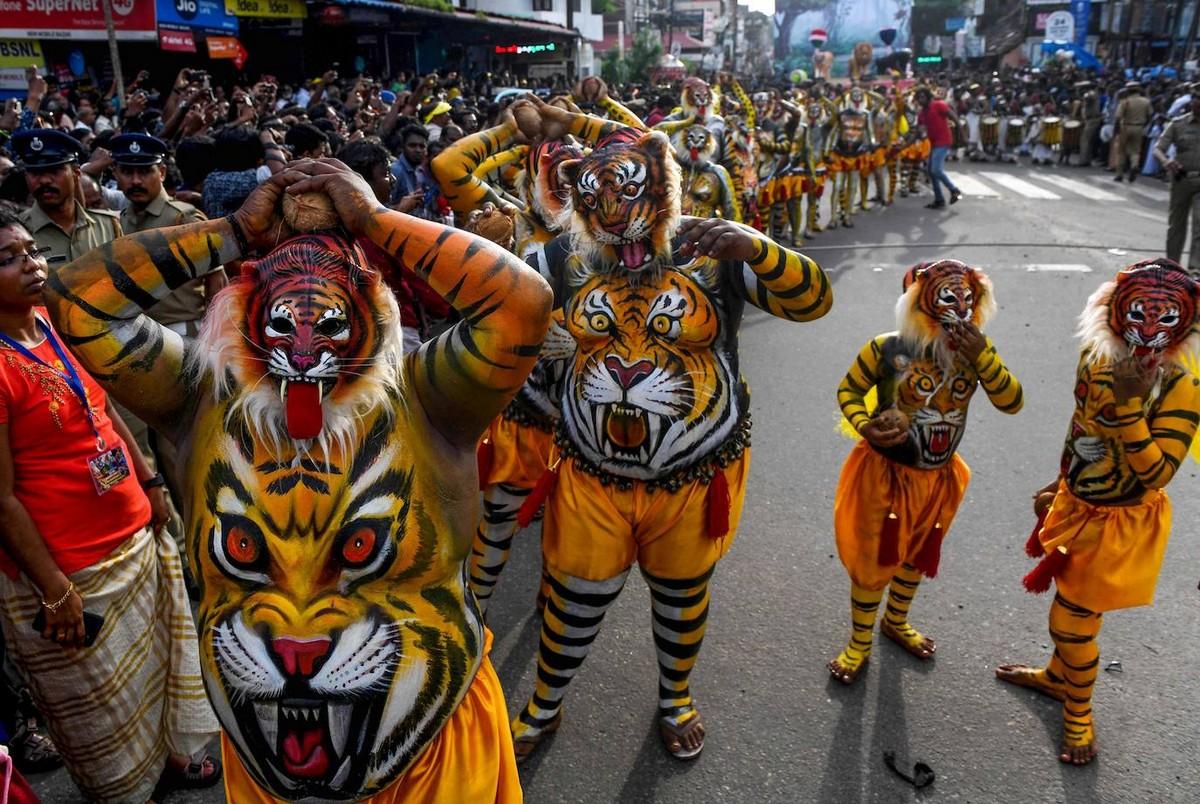 Парад Пули Кали на фестивале Онам в Индии