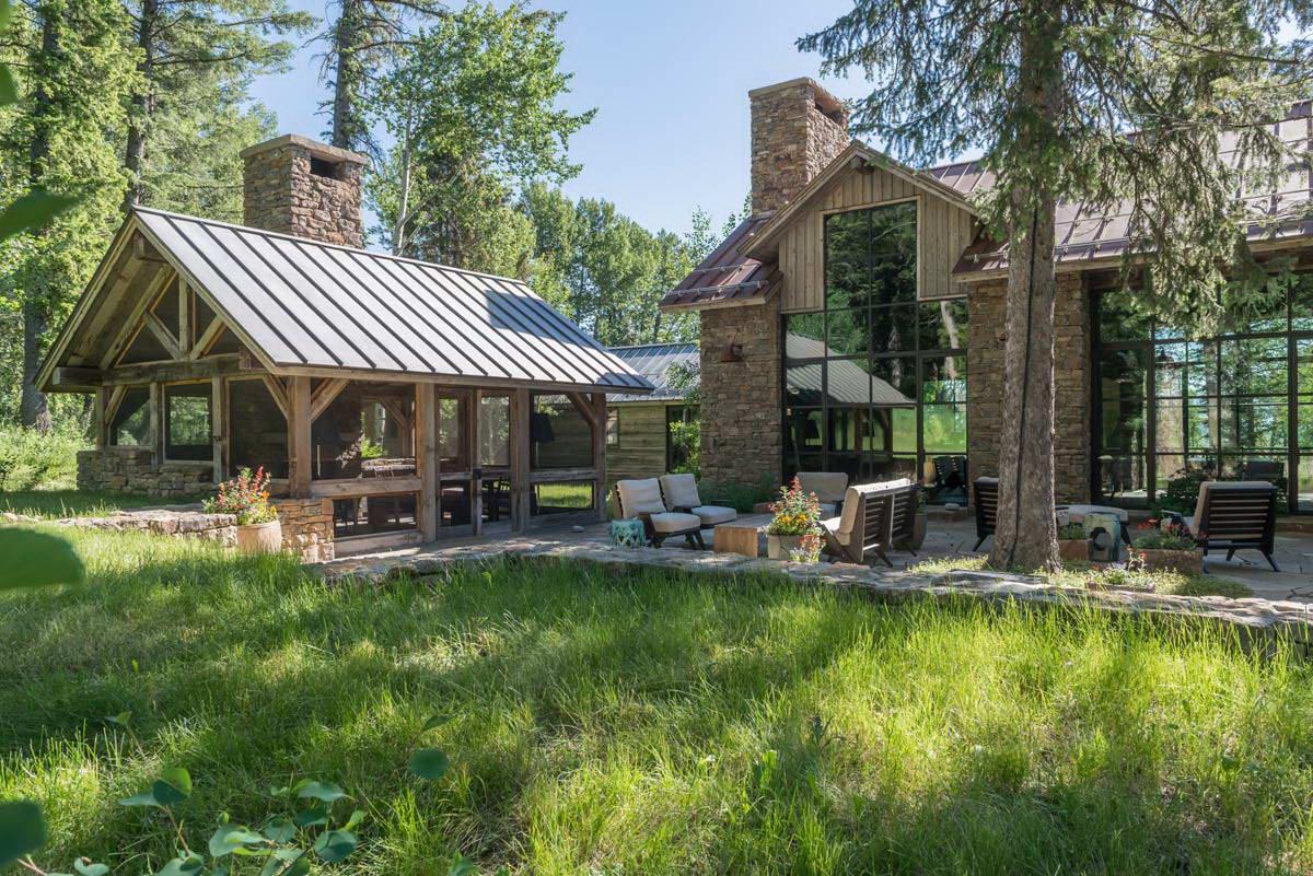 Удивительный дом на краю леса в Вайоминге