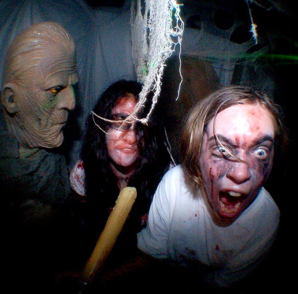 10-часовое испытание в жутком доме с привидениями в США