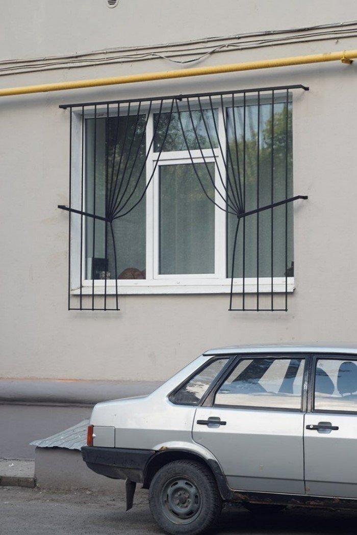20 необычных и креативных решеток на окнах