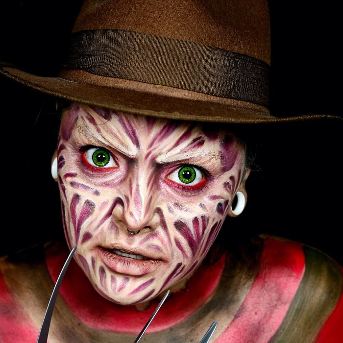Девушка перевоплощается в жуткие образы на Хэллоуин
