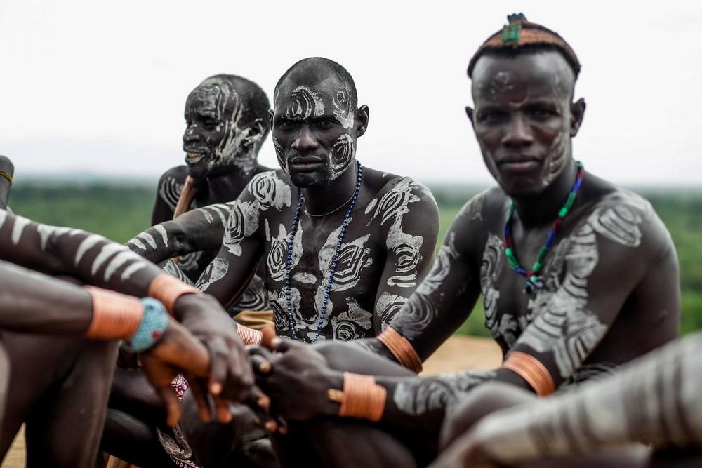 Колоритные представители племени Кара