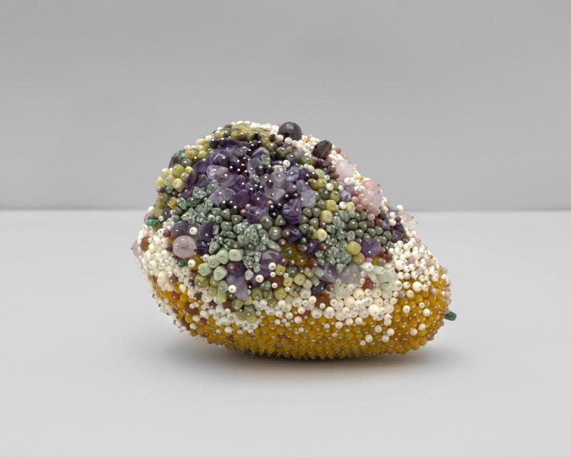 Необычные гниющие фрукты из драгоценных камней