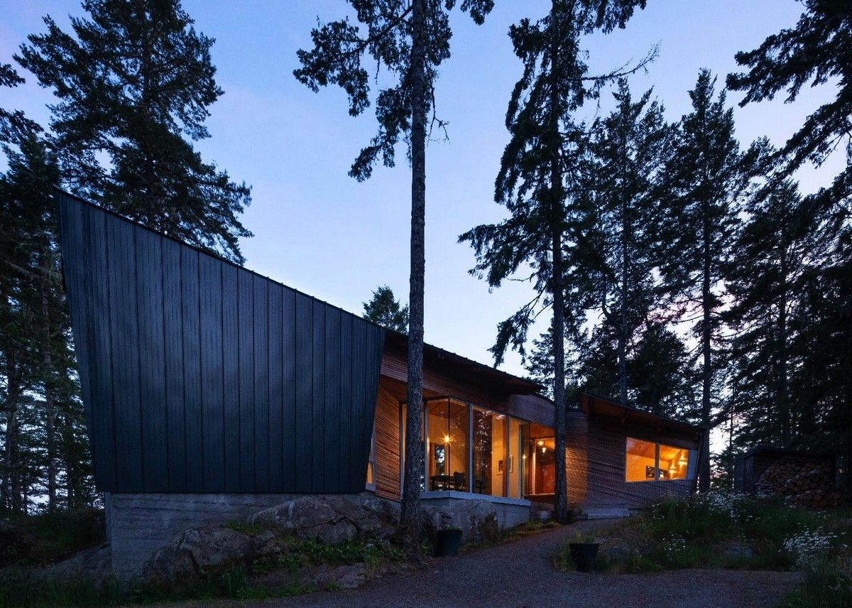 Нестандартный дом в канадском лесу