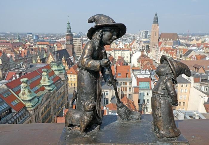 Почему на улицах польского города Вроцлава так много фигурок гномов