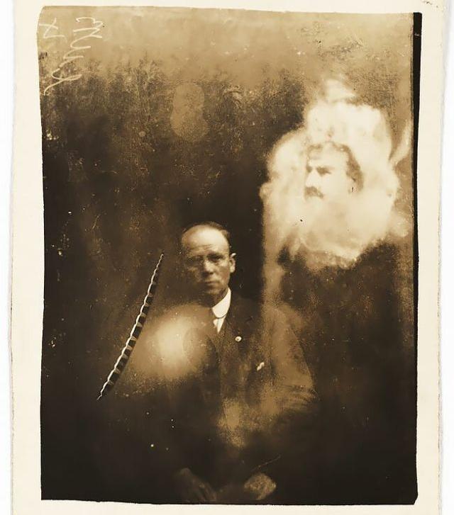 Призрачный фотошоп 1920-х годов от Уильяма Хоупа