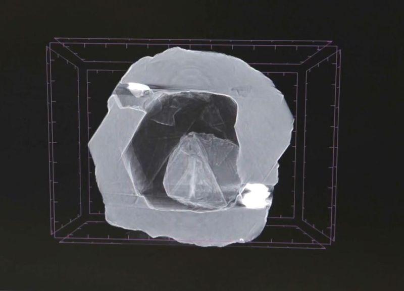 В России добыли уникальный алмаз-матрешку