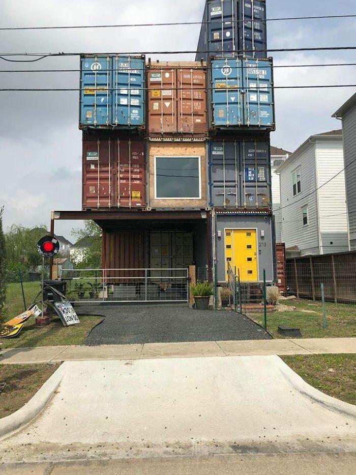 Дизайнер построил из грузовых контейнеров дом своей мечты
