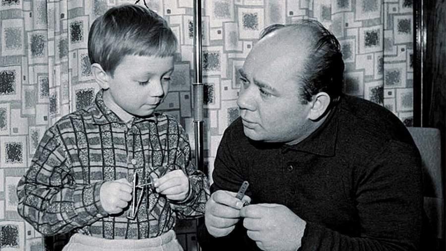 Подборка семейных снимков советских актеров и других знаменитостей