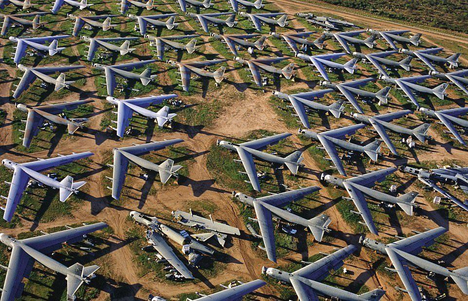 Покинутые места холодной войны в фотокниге Роберта Гренвилла