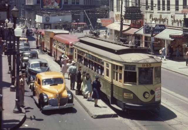 Как выглядели улицы всем известных городов в 1944 году