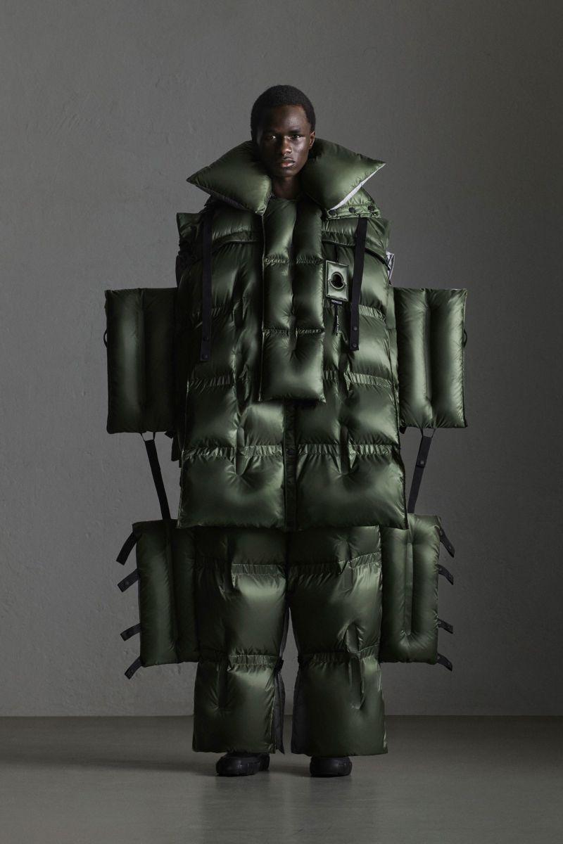 Модный дизайнерский симбиоз пуховика с надувным плотом
